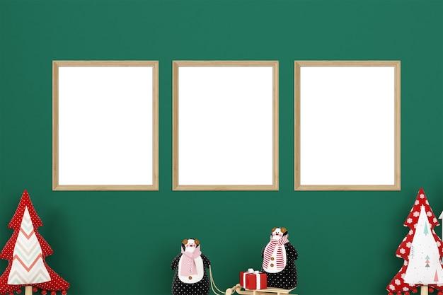 녹색 배경에 세 프레임의 크리스마스 모형