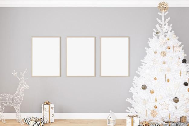 나무와 세 프레임의 크리스마스 모형