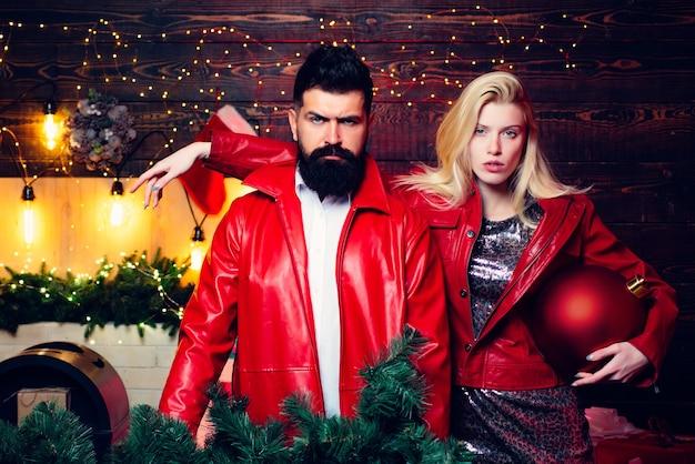 家のクリスマス現代家族。愛する。冬の休日と人々の概念。メリークリスマスとハッピー