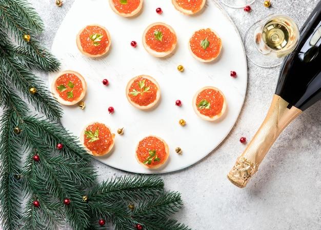 크리스마스 새해 구성 붉은 연어 캐비어