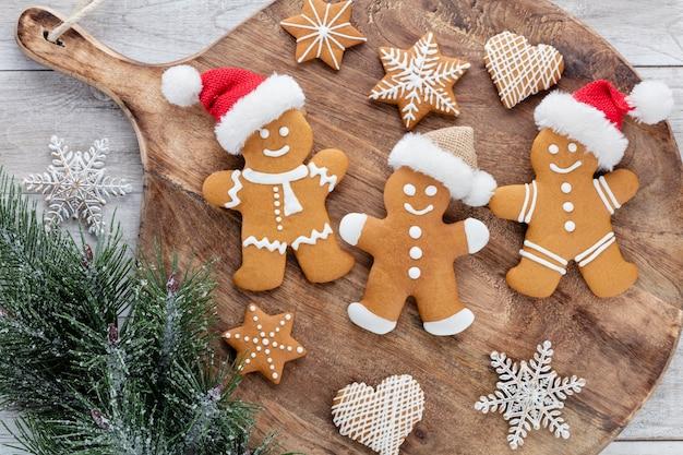 Рождество, новый год приготовления фона. ингредиенты для выпечки и посуда.