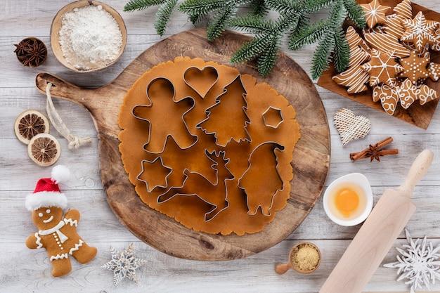 クリスマス、新年の料理の背景。ベーキング材料と調理器具。