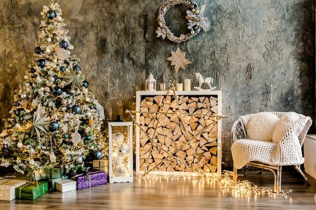 Рождество, новый год дизайн интерьера красивой гостиной