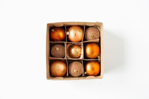 クリスマス年末年始の構成。白のクリスマスつまらないボール