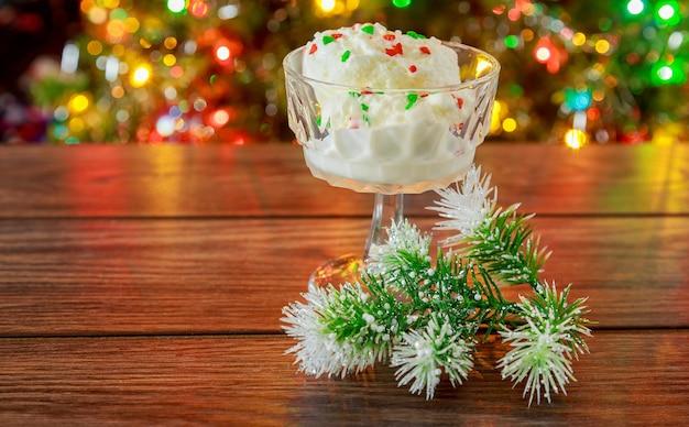 Рождество канун нового года смотрит на мороженое мороженое рождество новый год