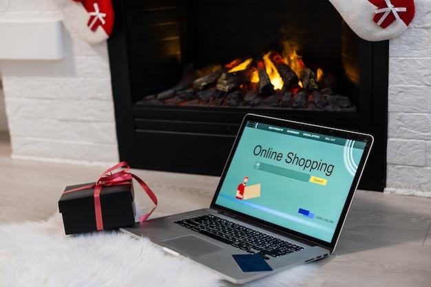 ノートパソコンを使ったクリスマスオンラインショッピング