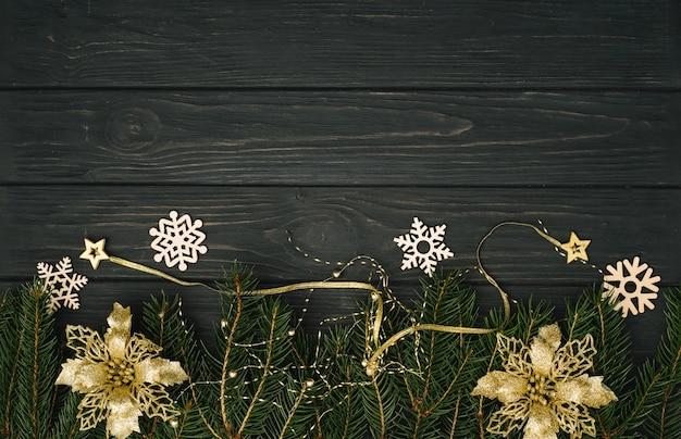 크리스마스 또는 새 해 어두운 나무 배경, 시즌 장식 액자 크리스마스 블랙 보드, 위에서 볼