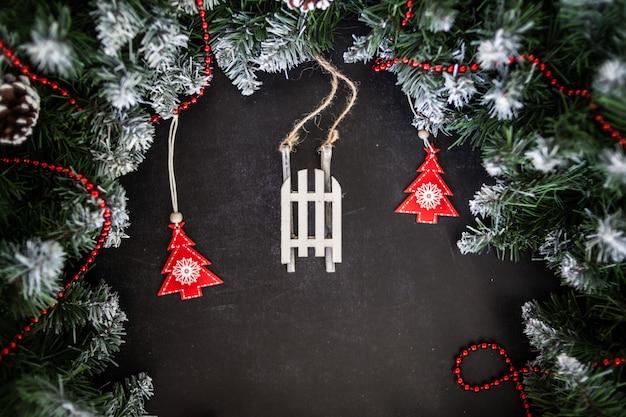크리스마스 또는 새 해 어두운 나무 배경