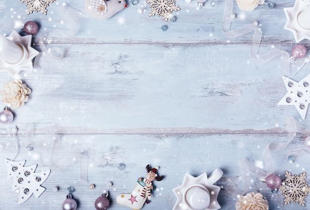 파란색 배경에 크리스마스 또는 새 해 프레임 구성 크리스마스 파란색 장식