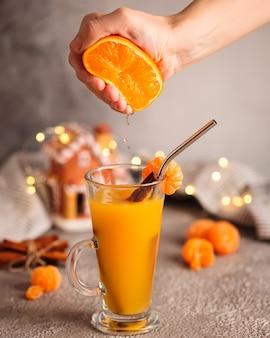 크리스마스 오렌지 mulled 와인. 만다린 오렌지와 멀드 와인