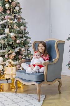 Рождественские фото детей новый год. выборочный фокус. праздничный день.