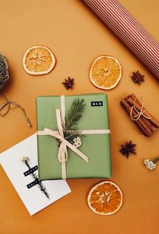 グリーティングカード付きのクリスマスプレゼント