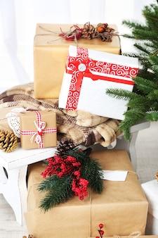 크리스마스 트리 근처 크리스마스 선물