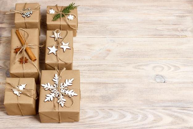 Рождественские подарки с украшениями ручной работы