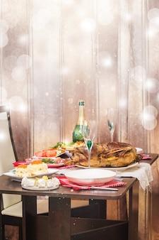 Рождественское жаркое с яблоками на праздничном столе