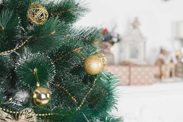 Christmas setting with decorated christmas tree, candles and lights