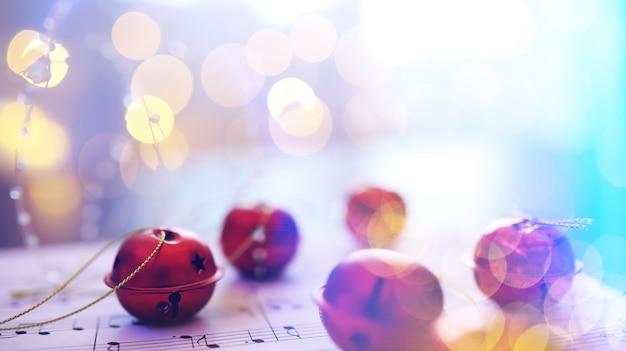 クリスマスの楽譜。音楽シートのクリスマスデコレーション、クローズアップ