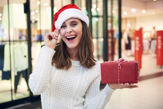 ショッピングモールでのクリスマスショッピング