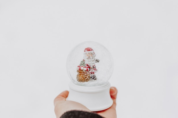 手でクリスマス雪の世界