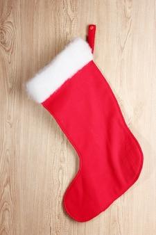 木製の背景にクリスマスの靴下