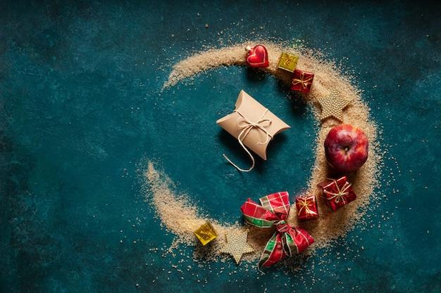 クリスマススパイスと装飾、ブラウンシュガーは半月の形を注いだ