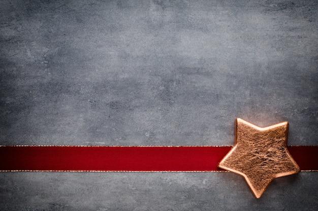 クリスマスの星。グリーティングカード。クリスマスのパターン。灰色の背景。