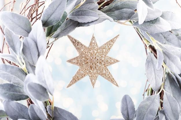 Рождественские звезды на фоне боке концепция празднования праздника рождества.