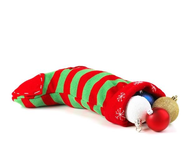 Рождественский чулок с шариками изолированы