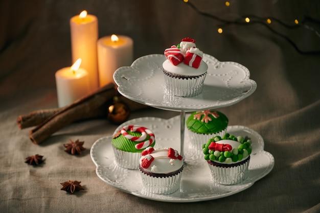 クリスマスのお菓子:カップケーキのクローズアップ