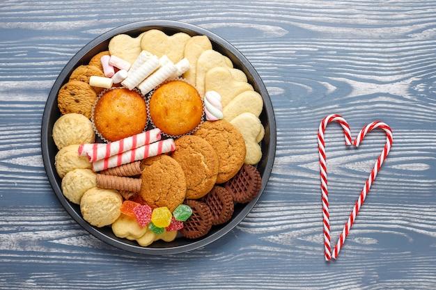 Блюдо рождественских конфет.