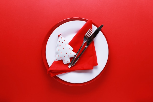 Christmas table place setting with red and white plates