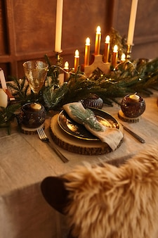 크리스마스 테이블 세팅. 휴일 장식. 장식. 새해 축하