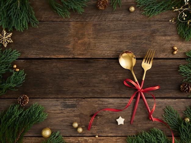 나무에 크리스마스 테이블 설정