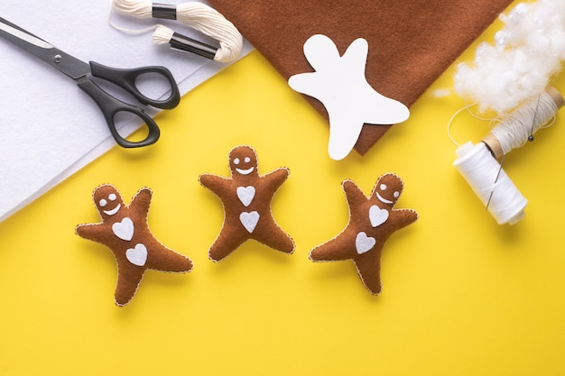 Christmas toy gingerbread man is ready. step-by-step manufacturing instructions. step 10.