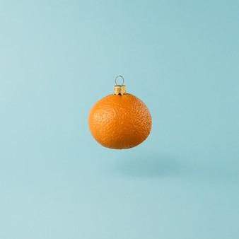 オレンジみかんの実から作られたクリスマスのおもちゃ。