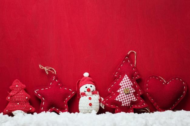 텍스트를 위한 공간이 있는 크리스마스 장난감
