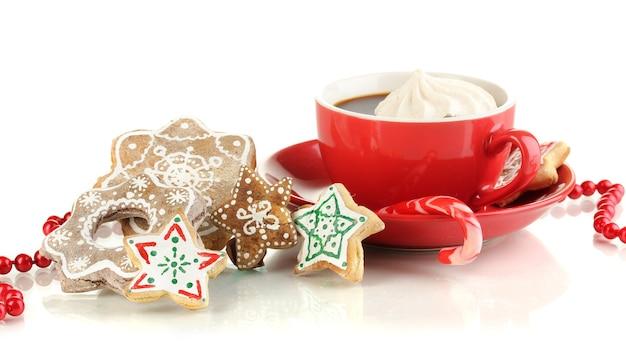 クリスマスは白で隔離のコーヒーのカップで扱います