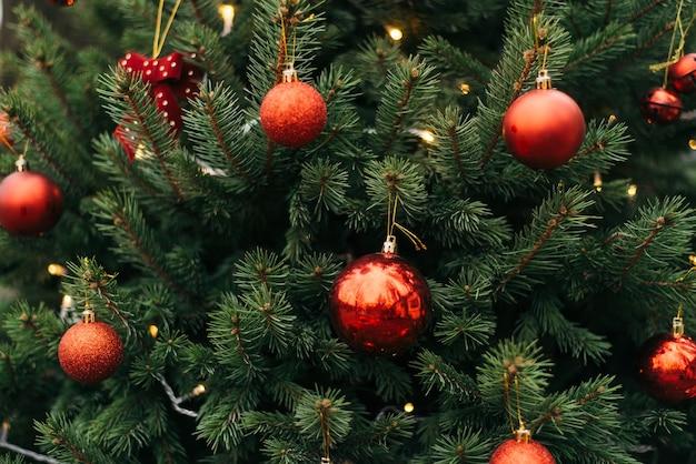 공 크리스마스 나무 가지