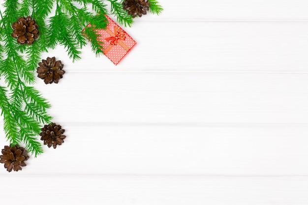 크리스마스 트리 분기 선물 상자 복사 공간 메리 크리스마스 배경