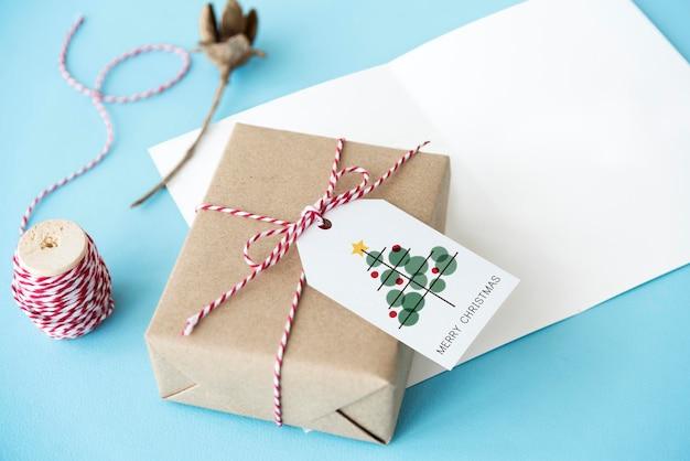 Концепция мишуры празднования рождественской елки