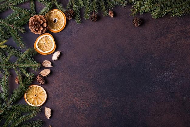 クリスマスツリー、コーン、オレンジ Premium写真