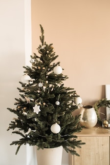 크리스마스 트리 장식 장난감, 싸구려. 크리스마스 축 하 개념입니다.