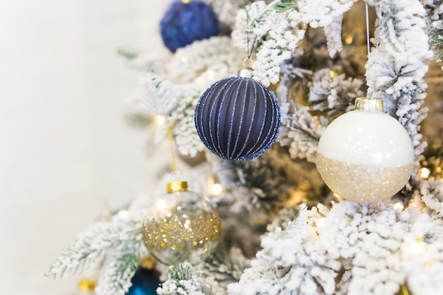 クリスマスのモミの木のクリスマスツリーの装飾。
