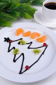 プレートのクローズアップにチョコレートからクリスマスツリー