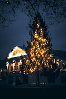 Новогодняя елка в суздале новогодняя елка в торговой галерее суздаля новогоднее украшение