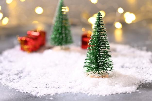 눈 속에서 크리스마스 트리 크리스마스 테마