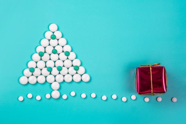 Новогодняя елка из таблеток. новый год в медицине, аптеке и аптеке