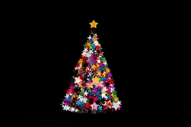빛나는 여러 별 만든 크리스마스 트리