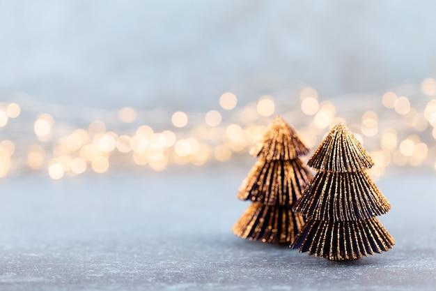 Рождественская елка на фоне боке концепция празднования праздника рождества поздравительная открытка.