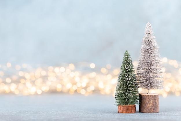 Рождественская елка на фоне боке.